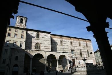 Perugia, ragazza di 15 anni denuncia violenza in centro città