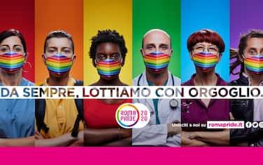 """Cover campagna Roma Pride 2020 """"Da sempre, lottiamo con orgoglio"""", è questo il claim della campagna di comunicazione che celebra la comunità LGBTQIA+ abituata a lottare contro nemici invisibili. Dal 1994 è la prima volta che il Roma Pride non scende in piazza per rivendicare l'esistenza, i diritti e le lotte delle persone LGBTQIA+.  L'emergenza della Covid19, che ha travolto tutte e tutti, ha messo in evidenza come durante il lockdown molte persone LGBTQIA+ abbiano dovuto sopportare ulteriori sacrifici e sofferenze causati dall'insufficienza, e spesso dall'assenza, di tutele legislative e politiche. In un Paese che non celebra le differenze ma anzi le osteggia ogni persona trans, lesbica, gay, bisessuale, non binaria, intersessuale, queer, asessuale, ha imparato a lottare ogni giorno per affermare la propria esistenza, conquistare visibilità e chiedere diritti.  La comunità LGBTQIA+ sapeva già cosa significasse lottare contro nemici invisibili che ti rinchiudono in casa e ti allontanano dalle persone che ami, che il nemico si chiami omolesbobitransafobia o HIV, ed era già pronta a combattere. Per questo il Roma Pride ha scelto come testimoni della campagna di comunicazione sei persone della nostra comunità, una per ogni colore della bandiera rainbow, che con le loro storie uniche ma universali, anche durante il lockdown, hanno continuato a lottare con gli strumenti più potenti che abbiamo: la visibilità e la voglia di cambiare questo paese. Un medico, una studentessa, un rider, un'infermiera, un volontario, una attivista storica. Uomini gay, trans, pansessuali, donne queer, bisessuali, lesbiche che dietro una mascherina arcobaleno nascondono la felicità e la rabbia necessari a rendere l'Italia un paese migliore per tutte e tutti. """"Quest'anno il Roma Pride, con grande senso di responsabilità, si è fermato perché non era possibile chiamare i grandi numeri della nostra piazza garantendo la sicurezza per tutte e tutti."""" dichiara Sebastiano Secci portavoce del Roma Pride"""