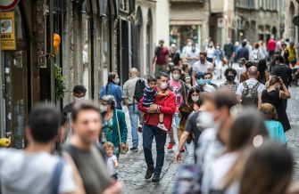 Bergamo FASE 3 - tornano i turisti in città alta; riaprono i musei, la Corsarola affollata da visitatori e turisti (Foto ©Sergio Agazzi/Fotogramma, Bergamo - 2020-06-14) p.s. la foto e' utilizzabile nel rispetto del contesto in cui e' stata scattata, e senza intento diffamatorio del decoro delle persone rappresentate