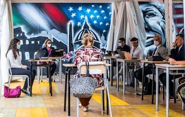 Un momento dell'esame di maturita' al Liceo Scientifico J. F. Kennedy,  Roma, 17 giugno 2020. ANSA/ANGELO CARCONI