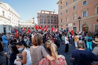 La manifestazione del movimento 'Priorità alla scuola' in Piazza San Silvestro, Roma, 25 giugno 2020. ANSA/GIUSEPPE LAMI