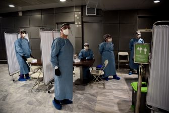 Medical staffs wait for the arrival of passengers of a plane arriving from Germany in Thessaloniki's airport, on June 15, 2020, as Greece's two main airports in Athens and Thessaloniki reopen to arrivals from 29 countries, as the country eases the measures taken to curb the spread of the Covid-19 pandemic (novel coronavirus) . (Photo by Sakis MITROLIDIS / AFP) (Photo by SAKIS MITROLIDIS/AFP via Getty Images)