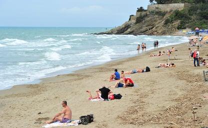 Calano le presenze sulle spiagge: pesano Coronavirus e maltempo. FOTO
