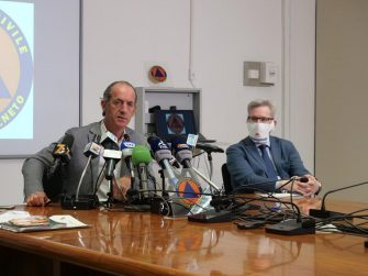 """Un post tratto dal profilo Twitter del Governatore del Veneto Luca Zaia: """"Continuando di questo passo non dobbiamo porci la domanda se il virus tornerà in ottobre, perché l'abbiamo già qui. Ai comportamenti irresponsabili di qualcuno, si aggiungono gli altri che abbiamo conosciuto in queste ore"""" +++ATTENZIONE LA FOTO NON PUO' ESSERE PUBBLICATA O RIPRODOTTA SENZA L'AUTORIZZAZIONE DELLA FONTE DI ORIGINE CUI SI RINVIA+++"""