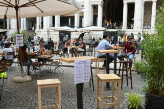 People in a cafè in Piazza dei Signori, Vicenza, northern Italy, 22 May 2020. Italy is gradually easing lockdown measures implemented to stem the spread of the SARS-CoV-2 coronavirus that causes the COVID-19 disease. ANSA/FILIPPO VENEZIA