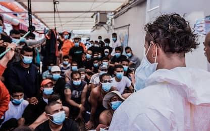 Ocean Viking, lunedì i 180 migranti a bordo su nave quarantena
