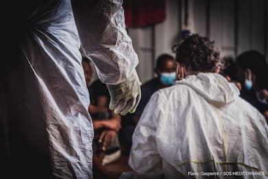 Coronavirus Sicilia, a Lampedusa macchina per analisi rapida tamponi