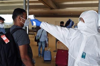 Coronavirus, a Fiumicino esami sanitari per 225 passeggeri bangladesi