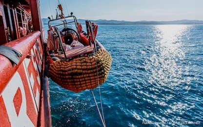 Porto Empedocle, sbarcati i primi migranti dalla Ocean Viking