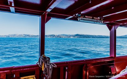 Migranti, la Ocean Viking arriva a Porto Empedocle. FOTO