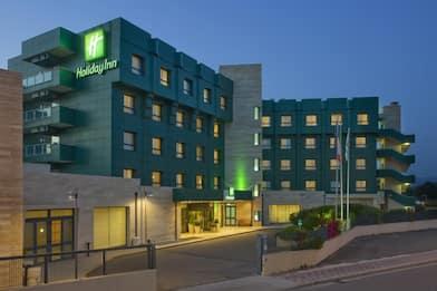 Cagliari, cercasi receptionist maschio: polemica su annuncio hotel