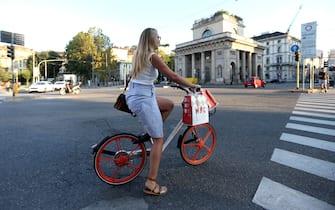 Foto LaPresse - Stefano Porta 27/08/2018 Milano ( Mi ) Cronaca Bike Sharing Mobike in Porta Venezia