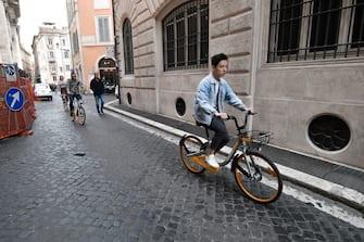 Foto LaPresse - Daniele Leone29/03/18 Roma ITACronacaRoma. Le soste selvagge delle biciclette del Bike SharingNella foto:  Via del Caravita