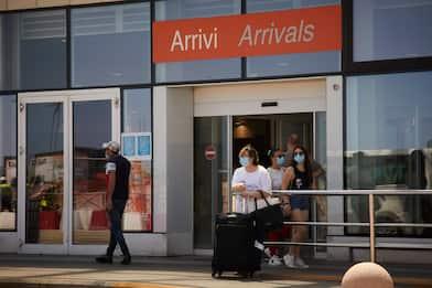 Coronavirus, Speranza: divieto di ingresso per chi arriva da 13 Paesi