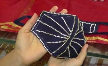 India, in vendita mascherine tempestate di diamanti. VIDEO