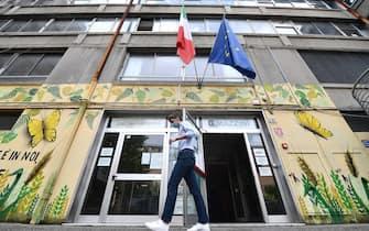 Un momento del primo giorno degli esami di maturita' alla scuola superiore liceo classico e linguistico statale Giuseppe Mazzini, Genova, 17 giugno 2020. ANSA/LUCA ZENNARO