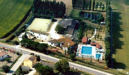 Ferrara, bambino di 4 anni muore annegato in una piscina