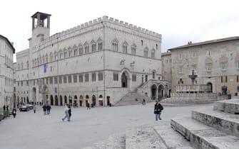 Il palazzo dei Priori, sede del comune, e la fontana Maggiore a Perugia il 4 ottobre 2012. ANSA / PIETRO CROCCHIONI