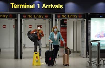 Coronavirus, tornano i trolley in cabina a bordo dell'aereo
