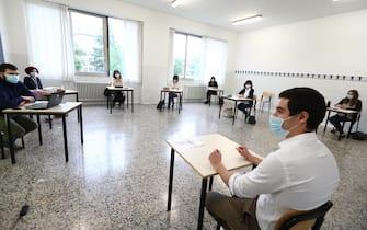 Un momento del primo giorno degli esami di maturità alla scuola superiore ITIS Castelli di Brescia, Brescia, 17 giugno 2020. ANSA/SIMONE VENEZIA