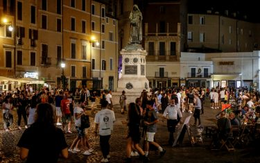 Nightlife in downtown Rome during Phase 3 of the Coronavirus emergency, in Rome, Italy, 19 July 2020. Italy is gradually easing lockdown measures implemented to stem the spread of the SARS-CoV-2 coronavirus that causes the COVID-19 disease.  ANSA/ FABIO FRUSTACI