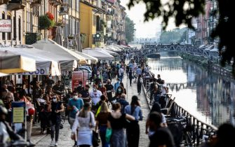 The Milanese nightlife along the Navigli and the Darsena during phase 2 of the Coronavirus emergency, in Milan, northern Italy, 22 May 2020. It is not time for youth street parties known as 'movida' or else the coronavirus infection curve may start heading back up again, Italian Premier Giuseppe Conte said Wednesday. Italy is gradually easing lockdown measures implemented to stem the spread of the SARS-CoV-2 coronavirus that causes the COVID-19 disease.  ANSA/ MOURAD BALTI TOUATI