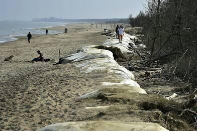 Sesso in spiaggia per nudisti a Ravenna, maxi multa da 20mila euro