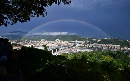 Crêuza de mä suona sul nuovo Ponte di Genova sotto l'arcobaleno