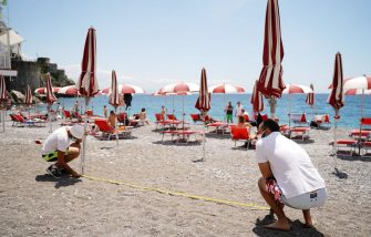 AMALFI, ITALY - JUNE 02: Two Silver Moon shore lifeguards measuring distance between umbrellas on the beach on June 02, 2020 in Amalfi, Italy. Many Italian businesses have been allowed to reopen, after more than two months of a nationwide lockdown meant to curb the spread of Covid-19. (Photo by Francesco Pecoraro/Getty Images)