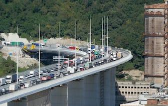 Prima cosa verso levante sul nuovo ponte di Genova San Giorgio aperto al traffico (RICCARDO ARATA/Fotogramma, GENOVA - 2020-08-05) p.s. la foto e' utilizzabile nel rispetto del contesto in cui e' stata scattata, e senza intento diffamatorio del decoro delle persone rappresentate
