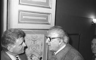 Film director Federico Fellini talks to journalist and politician Sergio Zavoli during an event in Rome, 1981. (Photo by Archivio Cicconi/Getty Images)