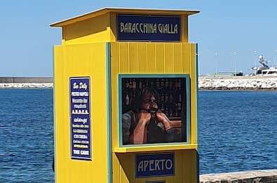 Livorno,  baracchina gialla al posto della statua di Bud Spencer