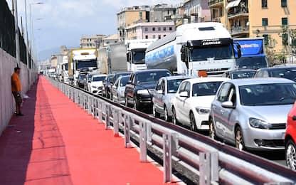 Ogni anno passiamo 38 ore imbottigliati nel traffico. La classifica