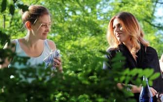 Barbara Berlusconi (R) e la sorella Eleonora al matrimonio di Geronimo La Russa e Patrizia Silini celebrato a Castiglione Olona, 22 giugno 2013. ANSA/DANIEL DAL ZENNARO