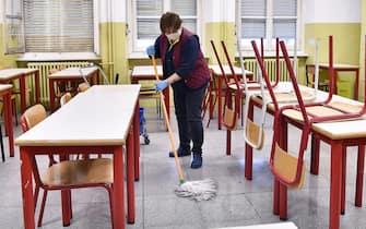 Corona Virus: pulizia della scuola Gioberti in vista della riapertura prevista mercoledi 4 marzo, Torino, 2 marzo 2020 ANSA/ ALESSANDRO DI MARCO