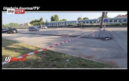 Bastia Umbra, 24enne picchiato e investito muore in rissa: 3 arresti