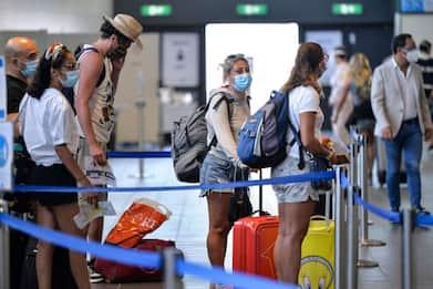 Covid e viaggi, niente quarantena per chi entra in Italia da Paesi Ue