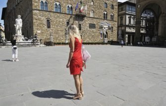 FLORENCE, ITALY - JUNE 03:  Tourists in a empty Piazza della Signoria the day of the reopening of the Italian borders on June 3, 2020 in Florence, Italy. From today in Italy the borders are reopened and travel  is allowed within Italy between the Regions and between Italy and abroad. But many countries prohibit entry into Italy and from Italy. There have been over 233,000 reported COVID-19 cases in Italy and more than 33,000 deaths.  (Photo by Laura Lezza/Getty Images)