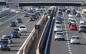 Traffico intenso sulla A1, nel tratto di Scandicci, per il controesodo dei vacanzieri, Firenze, 26 agosto 2018. ANSA/ CLAUDIO GIOVANNINI