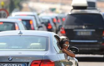 Auto in coda al traffico