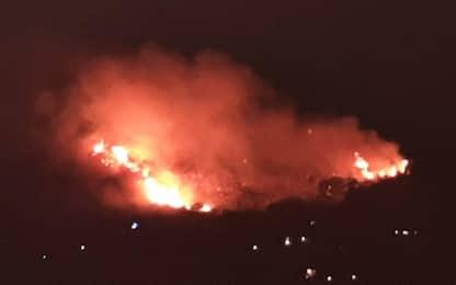 Incendio a Budoni in Sardegna: evacuati due villaggi turistici