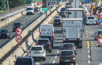 Traffico sulla tangenziale Genova-Savona, Torino, 22 agosto 2020. ANSA/TINO ROMANO