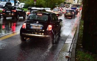 Traffico e disagi in zona Sempione per il forte maltempo a Milano, 21 ottobre 2019.  ANSA/ FOTOGRAMMA