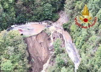 Le ricerche dei vigili del fuoco nelle zone dell'inondazione a  Maccagno, 29 agaosto 2020. ANSA/VIGILI DEL FUOCO EDITORIAL USE ONLY NO SALES