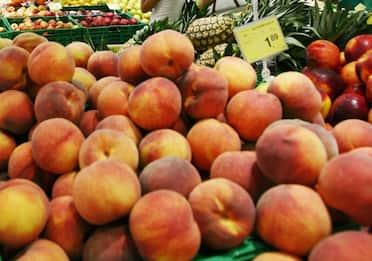 Pesche: calorie, benefici e proprietà