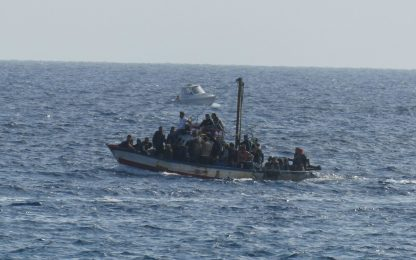 Migranti, un migliaio di persone sbarcate a Lampedusa