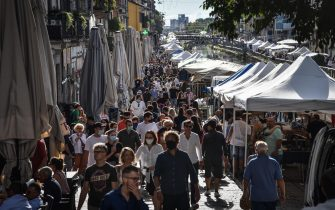 The antiques market on the Naviglio Grande is crowded with customers on the occasion of its reopening amid the coronavirus pandemic, in Milan, northern Italy, 30 August 2020. ANSA/ MATTEO CORNER