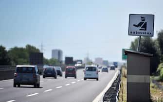 Autovelox su un tratto dell'autostrada A3 Salerno-Reggio Calabria il 4 agosto 2012. ANSA / CESARE ABBATE