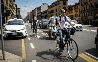 Biciclette sulla pista ciclabile in Corso Buenos Aires - Sempre al centro delle polemiche la nuova pista ciclabile in corso Buenos Aires in tema di sicurezza e osteggiata dai commercianti, Milano 12 Giugno 2020  Ansa/Matteo Corner