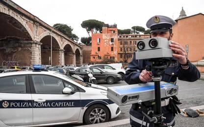 Cassazione: obbligatorio segnalare l'autovelox sulle auto dei vigili
